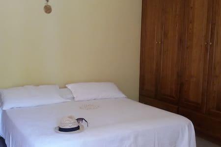 Stanze private per un soggiorno tranquillo - Rumah