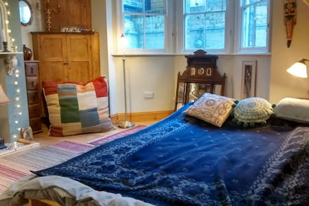 Double room in C19th terraced house - House