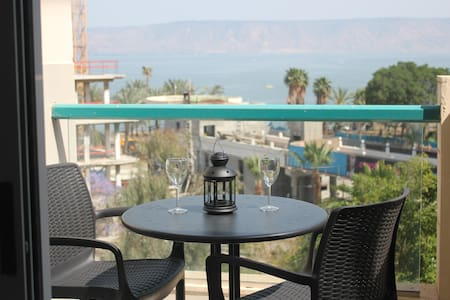Modern apartment with lake view balcony - Tiberias - Apartment