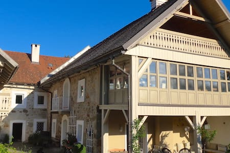 old house surrounded by nature - Unterdambach - Bed & Breakfast
