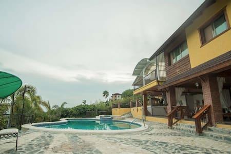 Hermosa Villa - Vila