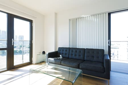 Double Room in Modern TopFloor Flat