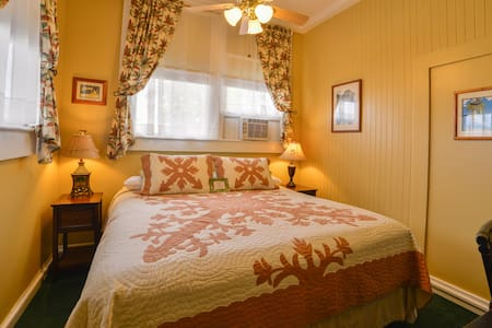 Wailuku Guesthouse Plantation Room - Wailuku - Bed & Breakfast