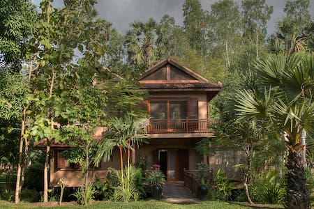 Villa 4/6pax + Breakfasts + Pool -  Center Town - Krong Siem Reap - Villa