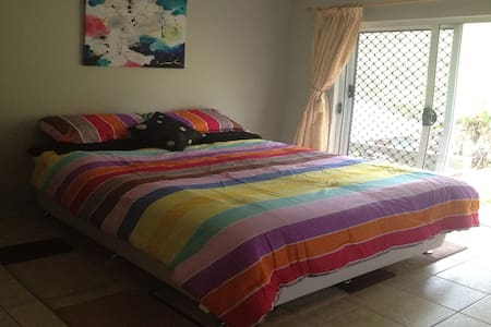 Queen Bed in Beautiful Rural Area with Breakfast - House