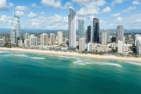 Friendly spacious accommodation available in the heart of Surfers Paradise, Gold Coast, Queensland.   You will be sharing a large three bedroom, two bathroom unit with a happy and funny family.   We look forward to sharing our lovely apartment.