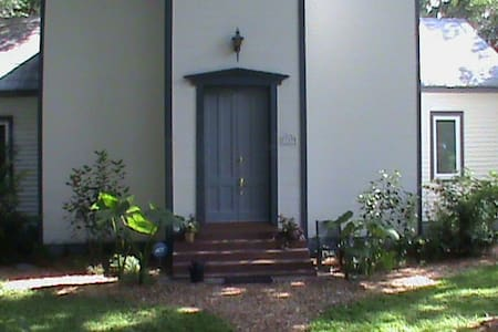 Stay in an Historic 1800's Church! - Micanopy - Apartment