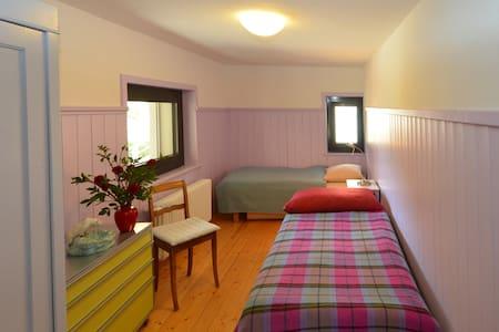 Unterwegs im Albulatal (Lilazimmer) - Bed & Breakfast