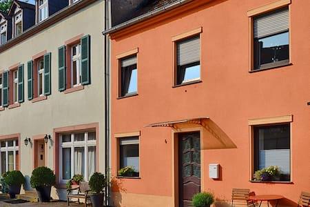 Design 4 - Ihr Ferienhaus in Trier - Casa