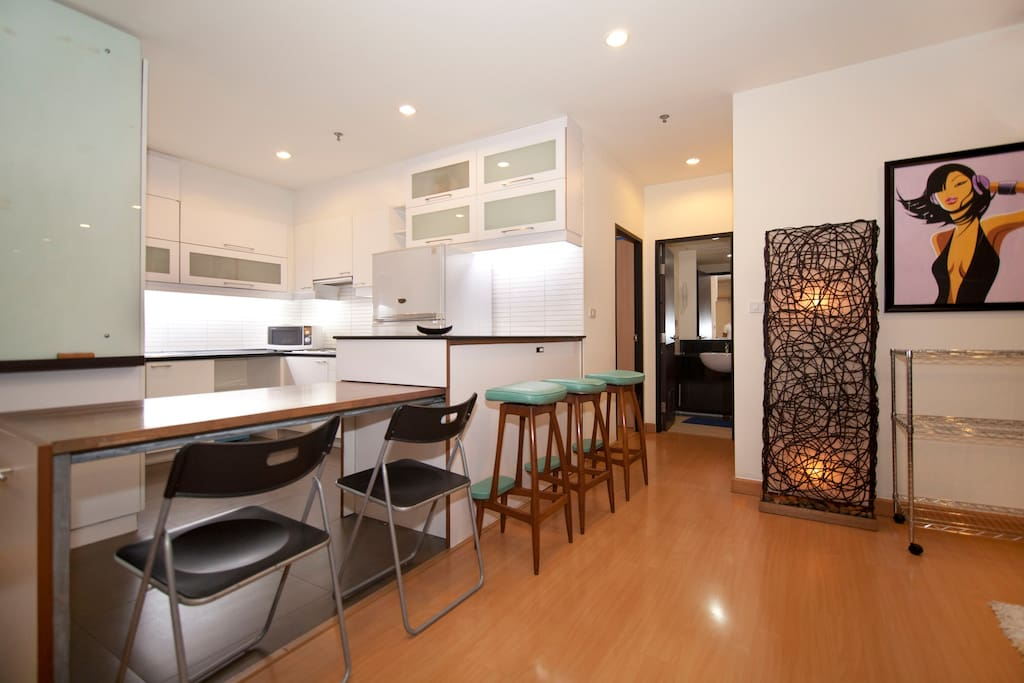 Kitchen table expands to accomodate many guests