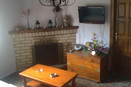 Casa adosada de alquiler integro - Santa Agadea