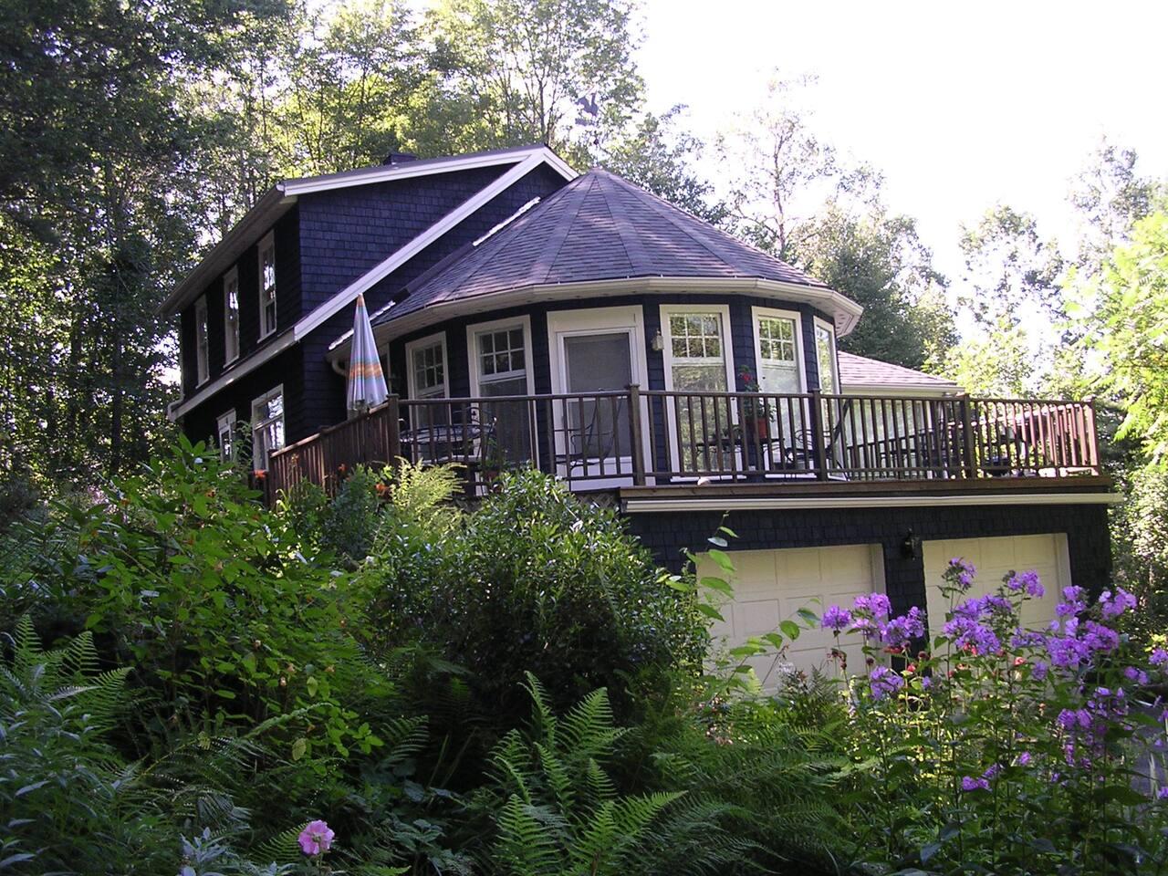 NewLeaf Cottage-Shelburne Falls QN