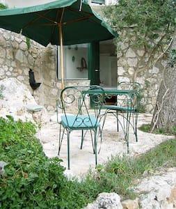 Monolocale in Villa, Via del Faro