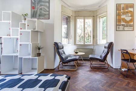 Located within a area around 10 minutes walk from the old town of Ljubljana. We have 3 spacious rooms  ( 24m2, 20m2, 16m2) with double bed (140x200) and 1 single room. Fully furnished, WI-FI.