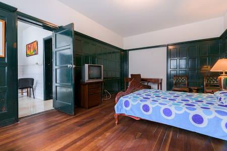 Elegant Private Room in Teusaquilo - Bogota - Bed & Breakfast