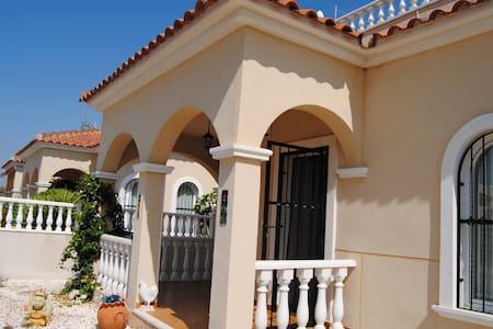villa avec piscine  commune au sud costa blanca - Villa