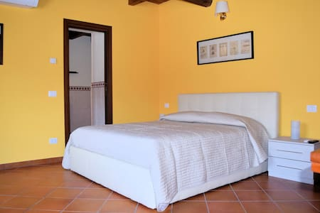 Corte Certosina Camera/Suite 2 - Bed & Breakfast