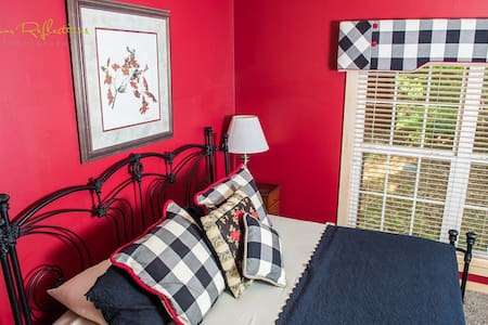 Chickadee Suite at Whitestone - Bed & Breakfast