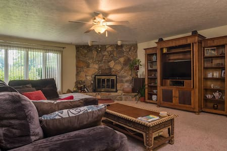 Lovely 3 Bedroom Ranch Strongsville - Strongsville - Haus