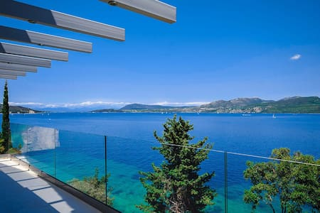 SUPERIOR LUXURY WATERFRONT VILLA - Nikiana