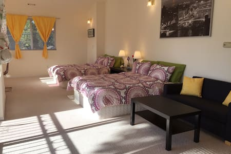 Master suite, 2 queen size beds 可中文