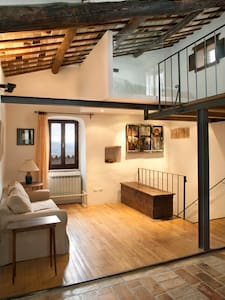 Lovely loft in medieval village - Talo