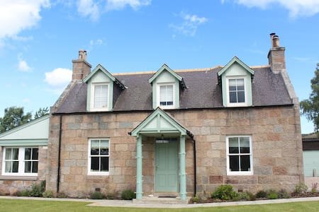 Beautiful Farmhouse - Royal Deeside - Hus