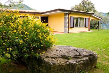 """MaisonDeVacance """" Villa Eos Garden"""" - Cava de' Tirreni"""