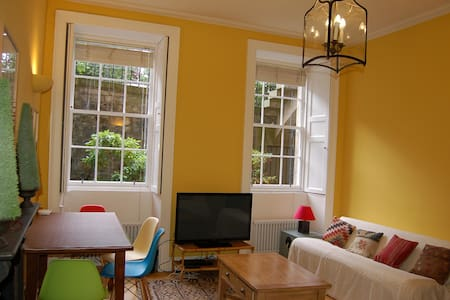 Central Studio Flat on Leafy Square - Edimburgo - Appartamento