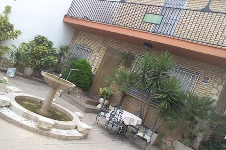 Tomatina,simple quiet room 2 beds,WIFI,nice view - Alborache - House