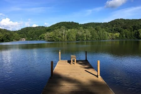 Lakeside retreat with private dock - Harriman - Huis