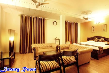 Luxury Hotel Near Airport in $25