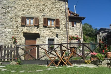 Villetta con giardino a Raggiolo - Villa