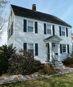 Lovely Colonial House near Bates - Casa