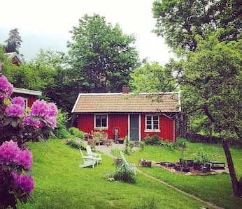Simple and classic red cottage near Gbg - Hus