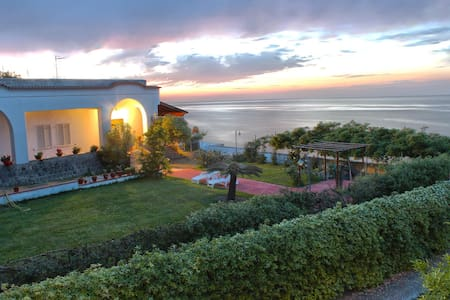 "ISCHIA ""VILLA ANTICA""  GARDEN ROBY - Bed & Breakfast"