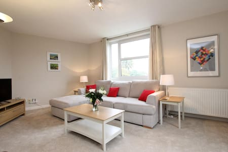 Newly Refurbished Luxury Apartment, Weybridge - Weybridge - Apartamento