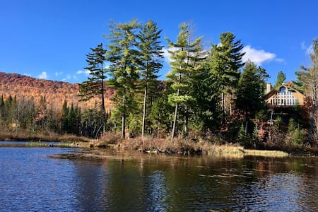 Secluded Lake Chalet & Nature Refuge, nr Whiteface - Talo