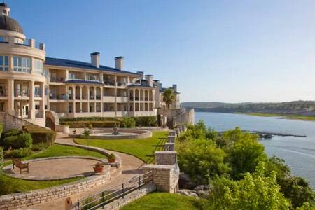 Lake Front Villa on Lake Travis with Boat Slip! - Lago Vista