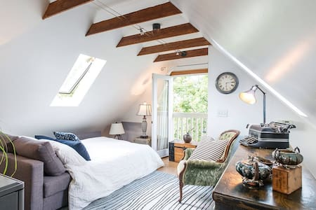 Sunny Kits loft in character home - Vindsvåning
