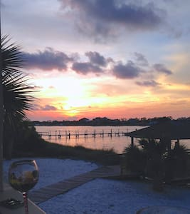 Sunset View Waterfront Beach Villa - Lakás