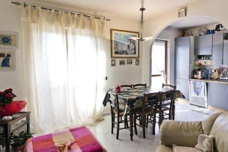 camera matrimoniale luminosa - Cagliari