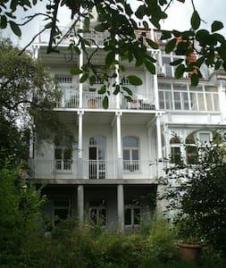 Gartenzimmer am Bergpark (42 qm) - Kassel - Hus