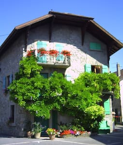 Village house Messery, near Geneva - Hus