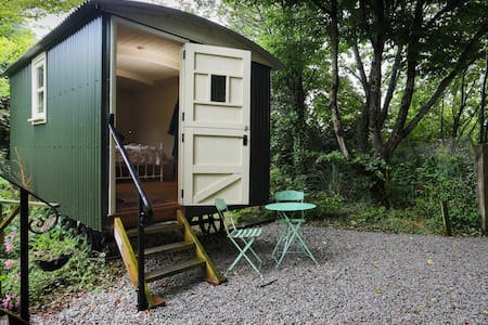 Shepherds hut at Berry Lane Cottage - Bed & Breakfast