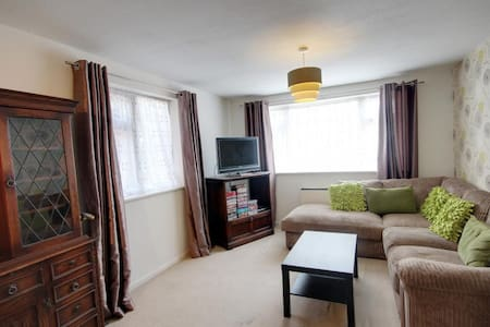 The Apartment - Quiet, Private, Clean and Cozy - Huoneisto