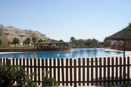 Sunny&quite apartment in the beach - Almerimar