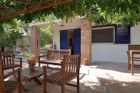 Appartamento indipendente in villa - House