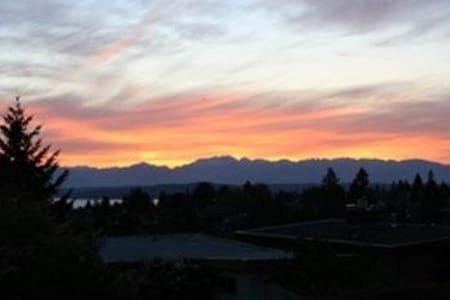 West Seattle - VIEWS!