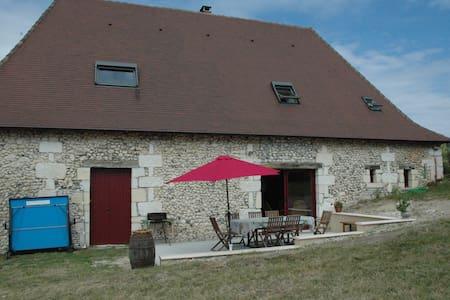 Grande grange entièrement restaurée - Saint-Pierre-de-Chignac - House